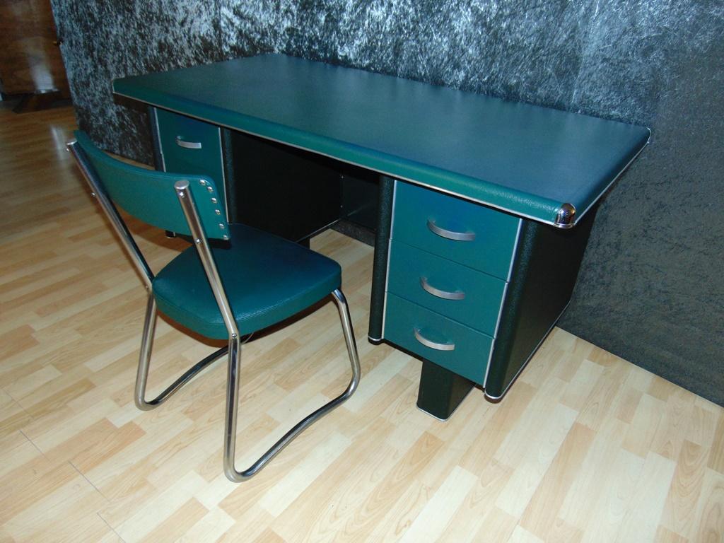 Bureau Metallique Industriel Vintage bureau industriel en métal recouvert de skaï vert