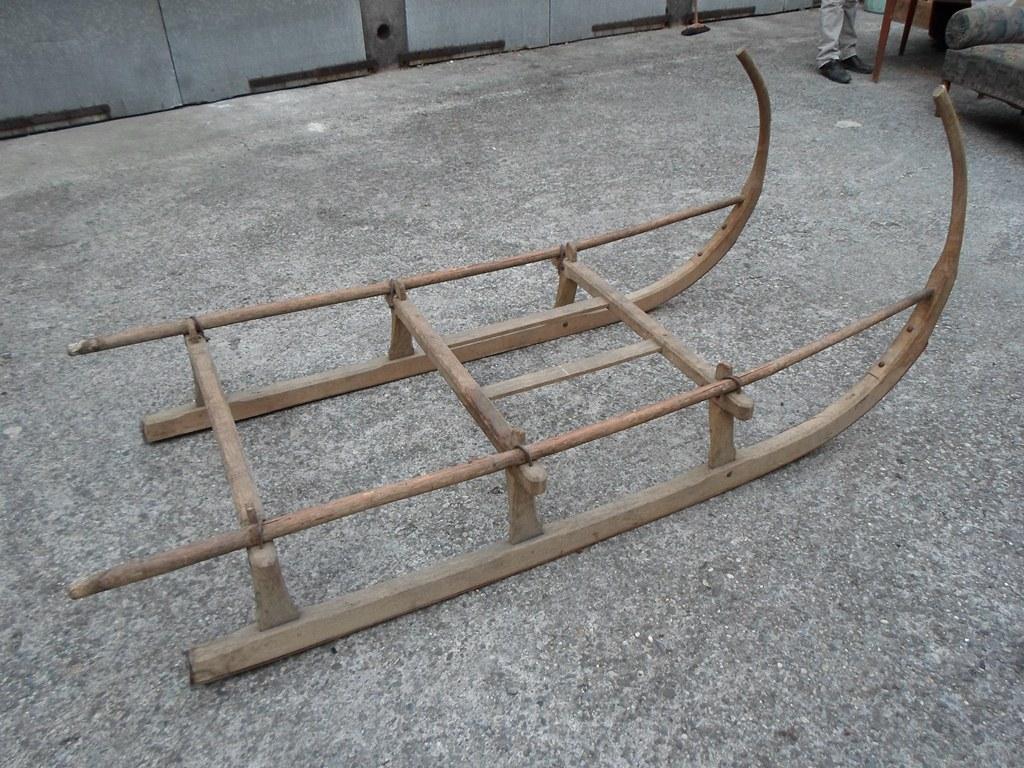 Ancien traineau en bois id al pour faire une table basse - Table pour brocante ...